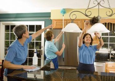 Уборка загородных домов и коттеджей: особенности проведения и перечень необходимых работ