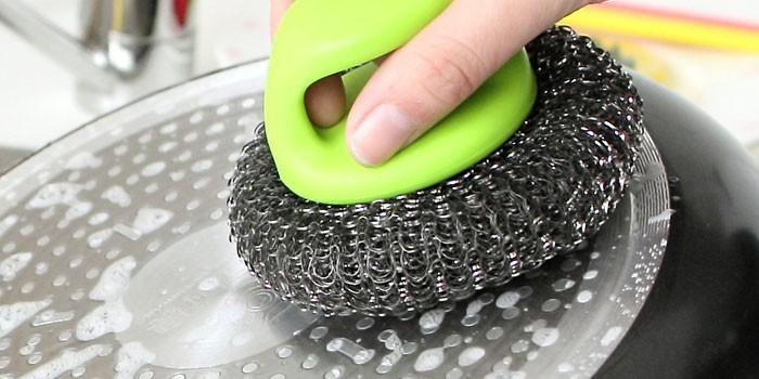 6 эффективных способов очистить посуду от нагара